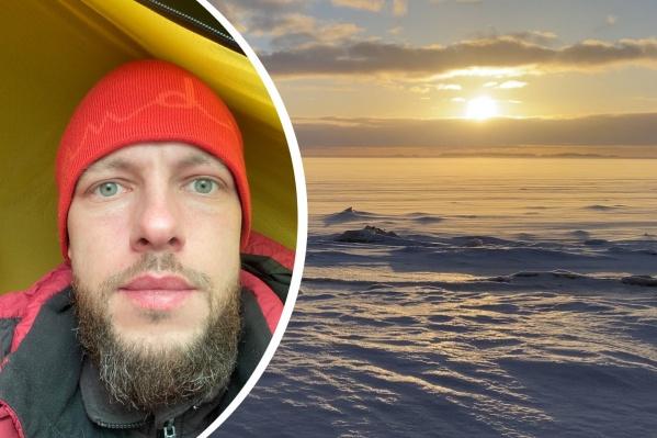 Уже две ночи Артём провел, ночуя в палатке неподалеку от берега Белого моря
