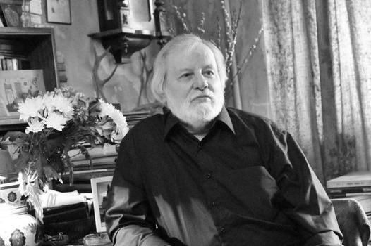 В Екатеринбурге скончался писатель Андрей Комлев. У него был коронавирус