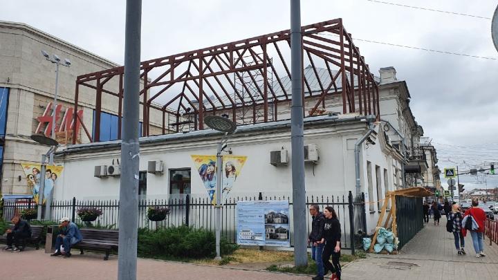 В центре Ярославля с разрешения мэрии собственник пристраивает этаж к дому-памятнику