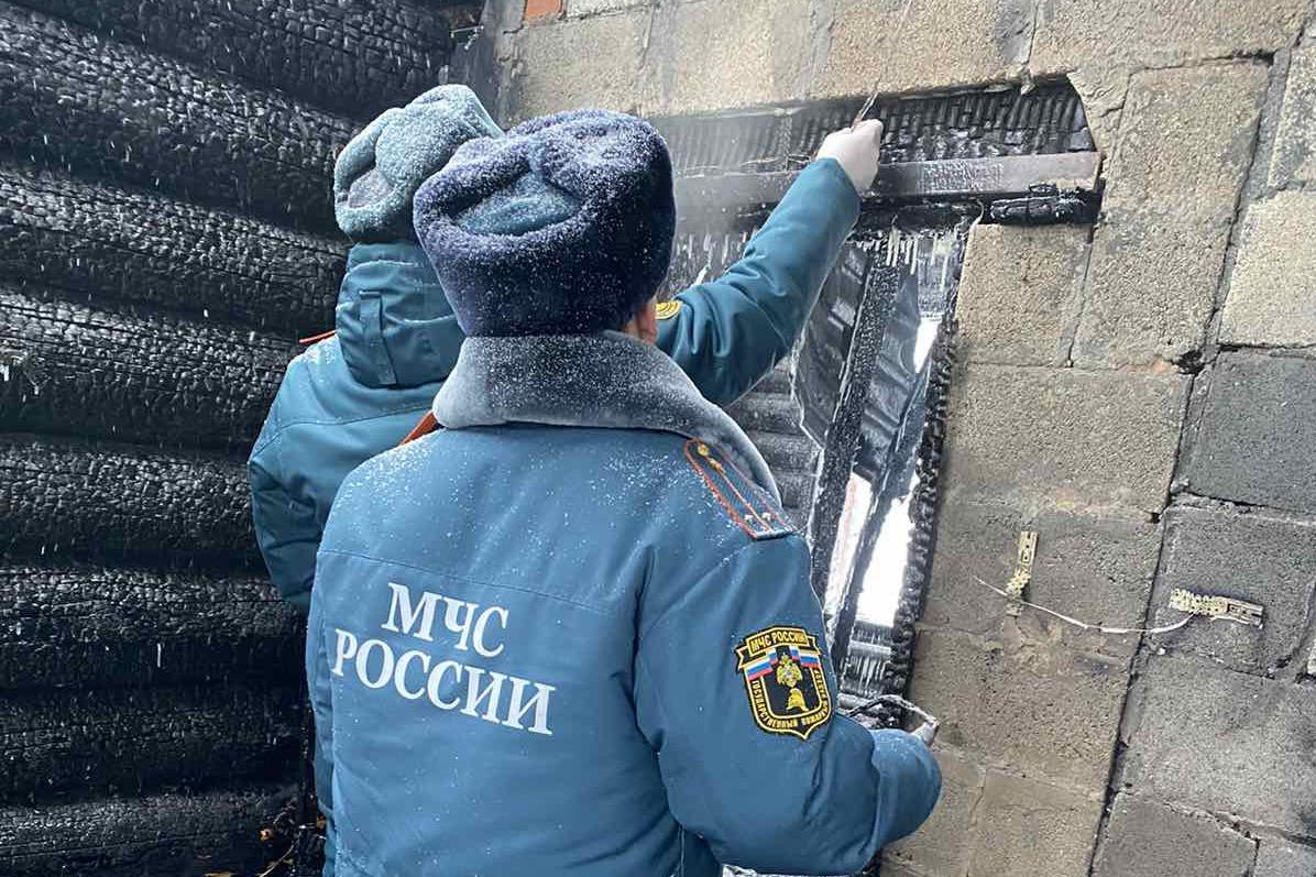 В причинах пожара предстоит разобраться дознавателям Госпожнадзора