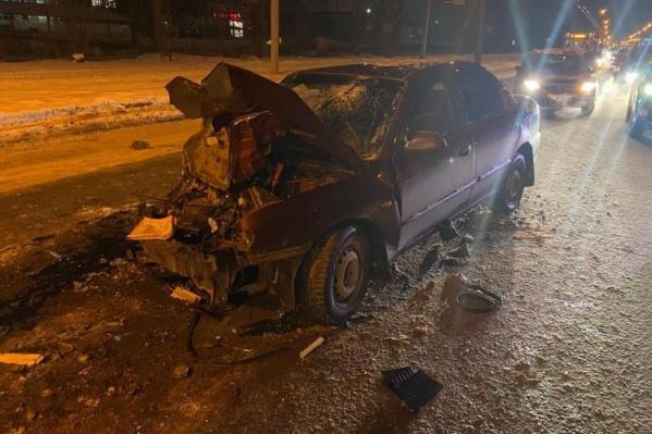 Машина разбилась от удара