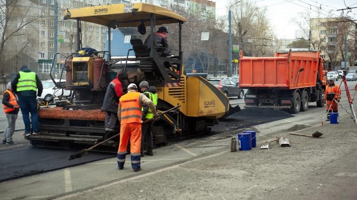 В Челябинске стартовал ямочный ремонт дорог: одним из первых в списке стал Свердловский проспект