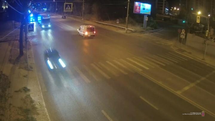 «Ехал, пока колеса не прострелили»: в Волгограде пьяный оренбуржец угнал машину у таксиста