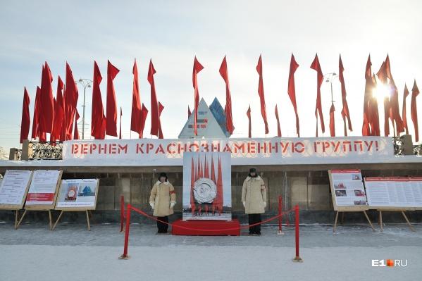 Краснознамённую группу демонтировали в 2013 году, затем на ее месте появились часы, отсчитывающие время до Олимпийских игр
