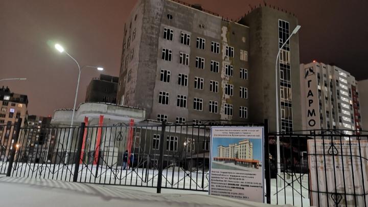 Подрядчик сорвал сроки строительства поликлиники в Ямальском-2. Когда ее все-таки откроют?