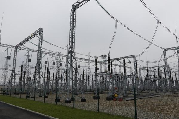 Сейчас специалисты ремонтируют электросети