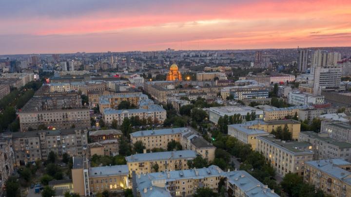 Яркие краски осени: смотрим на чарующие закаты над Волгоградом
