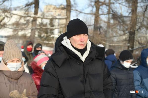 Евгений Ройзман провел вчера на митинге полтора часа