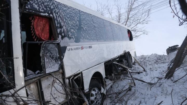 Участники ДТП рассказали, как рейсовый автобус вылетел с моста на Троицком тракте в Челябинске