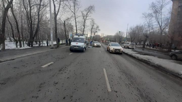 Момент аварии на ЧМЗ, где водитель кроссовера насмерть сбил женщину на «зебре», попал на видео