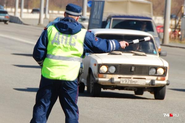 В МВД уточнили, когда инспектор может остановить машину и по каким причинам запретить движение