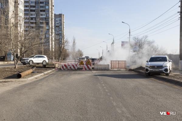 Оживленная улица Пархоменко перекрыта. Это давняя волгоградская традиция