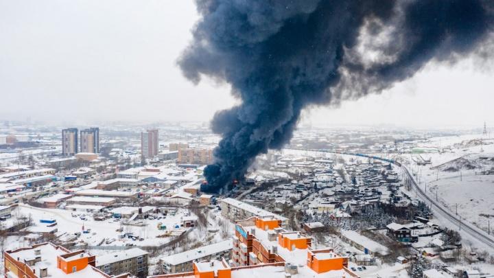 ТАСС: трое пожарных, пропавших во время тушения склада автозапчастей, погибли