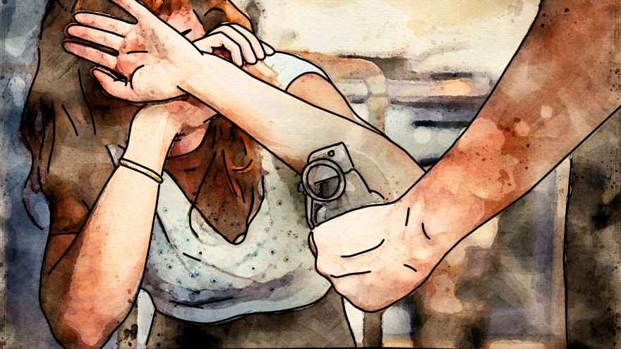 Любовный террор: отвергнутый ухажер угрожал взорвать избранницу гранатой и слил ее фото на порносайт