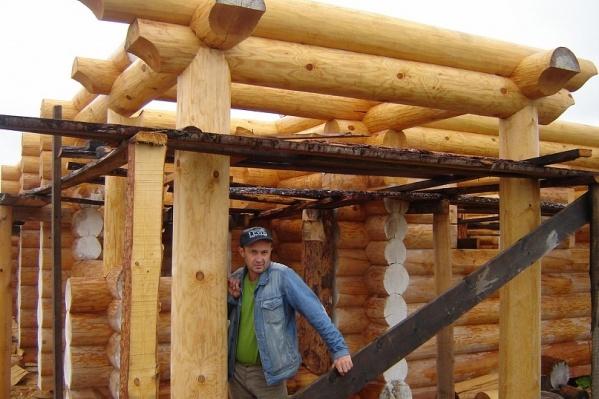 Андрей уехал из общины, поскольку там не получалось заработать денег