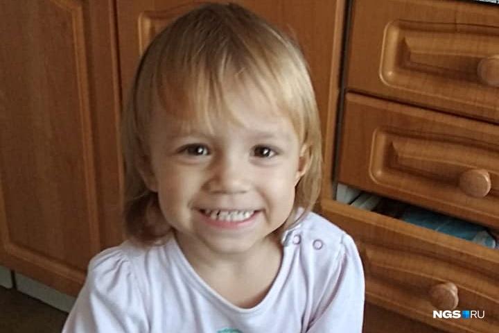 Аделина была солнечным и улыбчивым ребенком