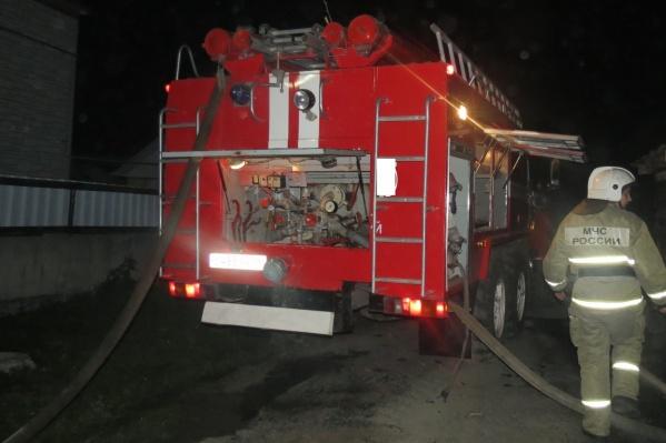 Пожар тушили 15 сотрудников МЧС