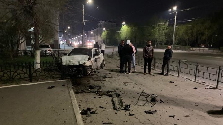 Водитель иномарки погиб в ночном ДТП у «Дружного мира»