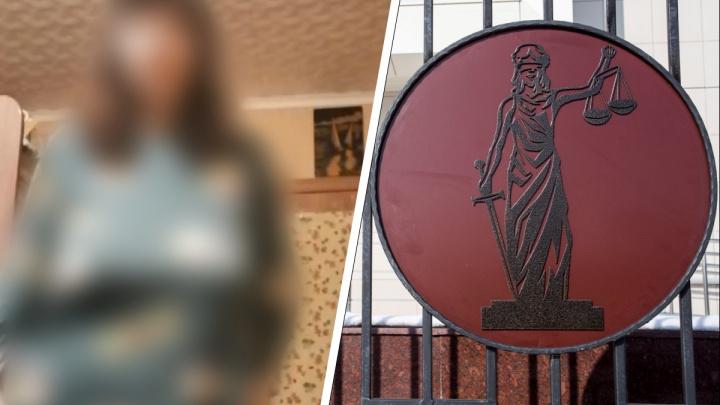 Что грозит учительнице из Татарского района, отправившей ученику видео со стриптизом? Объясняет адвокат