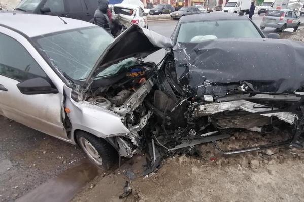 Автомобили столкнулись как по цепочке