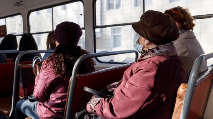 Купить пока не получится: в Волгограде губернатор вернул пенсионерам проездные