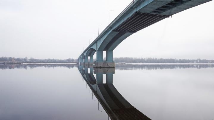 «Был в подавленном состоянии»: в Ярославле человека сняли с Октябрьского моста