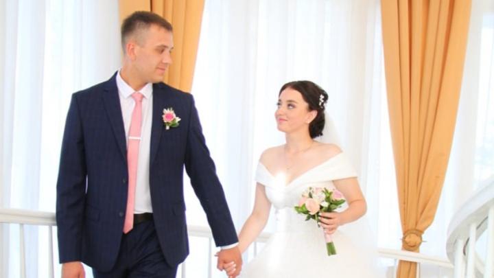 «Плакали все, и врач тоже»: молодая сибирячка внезапно заболела лейкозом — ее парень ждал свадьбы с любимой 9 лет
