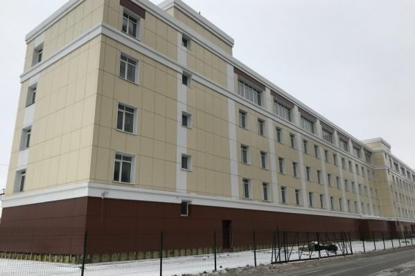 """Общая площадь здания в пять этажей составляет<nobr class=""""_"""">5750 квадратных</nobr> метров. Нежилая пятиэтажка оформлена в собственность, земля <nobr class=""""_"""">под ней —</nobr> <nobr class=""""_"""">в аренде</nobr>"""
