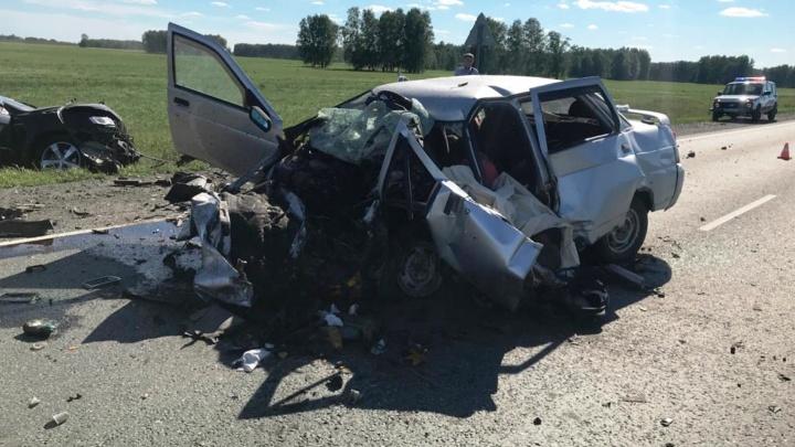 На трассе Тюмень — Омск в аварии на встречке пострадали четыре ребенка