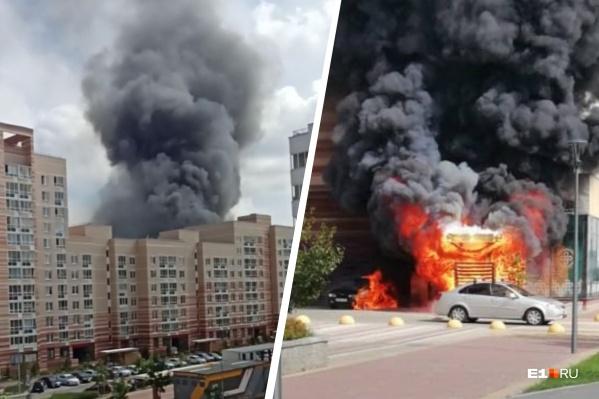 Пламя перекинулось на автомобиль