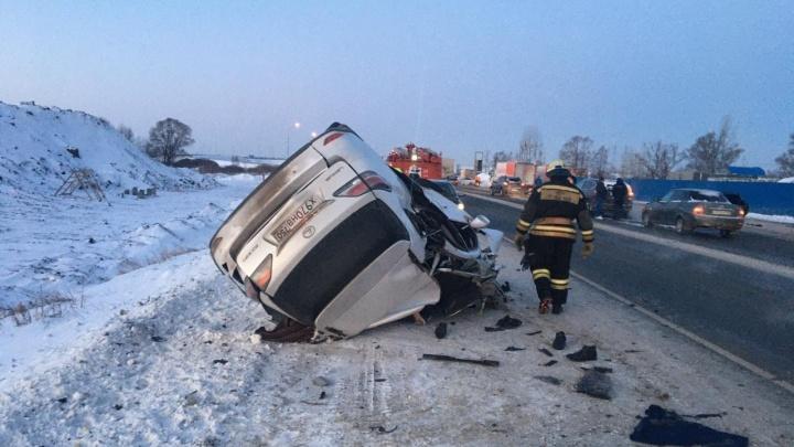 Под Уфой столкнулись Lexus и грузовик. Погибли два человека