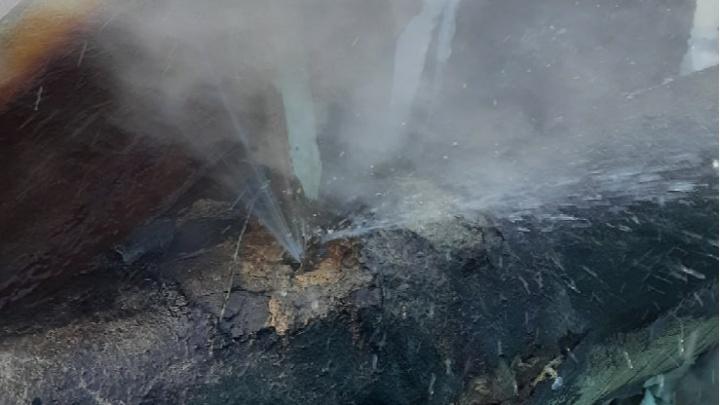 «Заплатки не выдержали»: жители Ростова Великого показали лопнувшие снова трубы