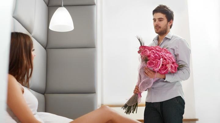 Селфи-палка, экшен-камера и новый айфон в пудровом цвете: что подарят на 8 Марта курганским девушкам