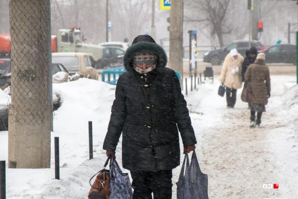 Чтобы избежать обморожений, специалисты рекомендуют надевать на себя сразу несколько слоев одежды