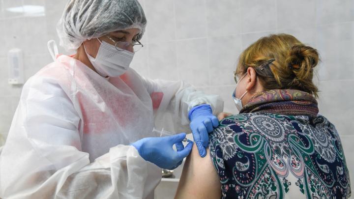 В Свердловской области людей старше 60 лет начали прививать от коронавируса