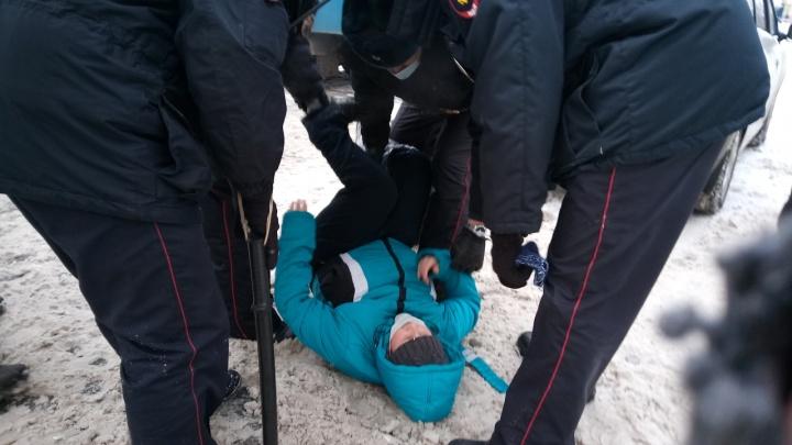 В Архангельске начались задержания на акции в поддержку Навального