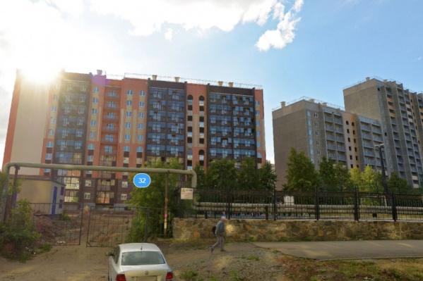"""Несчастье с мальчиком случилось, когда он гулял около дома на улице <nobr class=""""_"""">Марченко, 32</nobr>"""