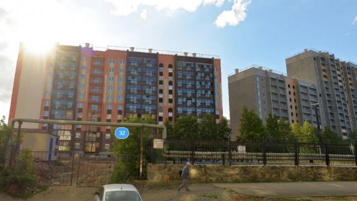 В Челябинске ребенка убило током на улице