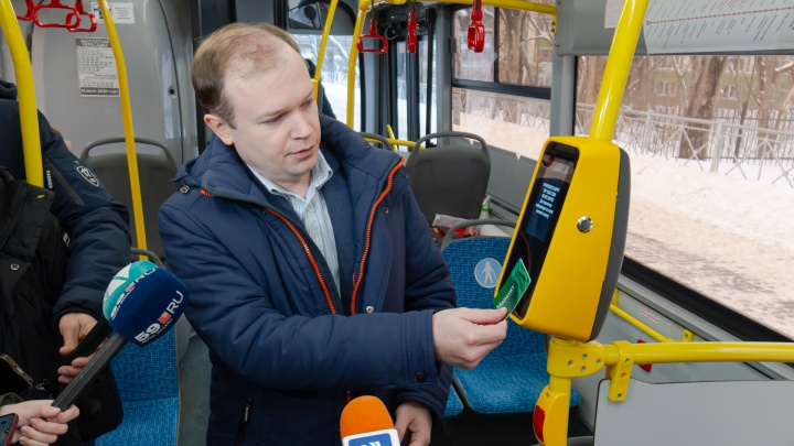 С 1 февраля в Перми на трех маршрутах можно будет оплатить проезд без кондуктора. Рассказываем, как всё будет устроено