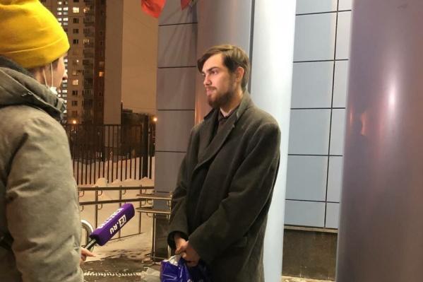 Глеб Марьясов возле здания суда