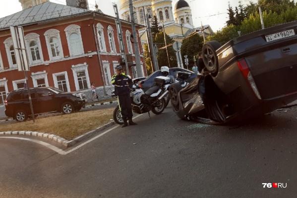 В Рыбинске перевернулась машина
