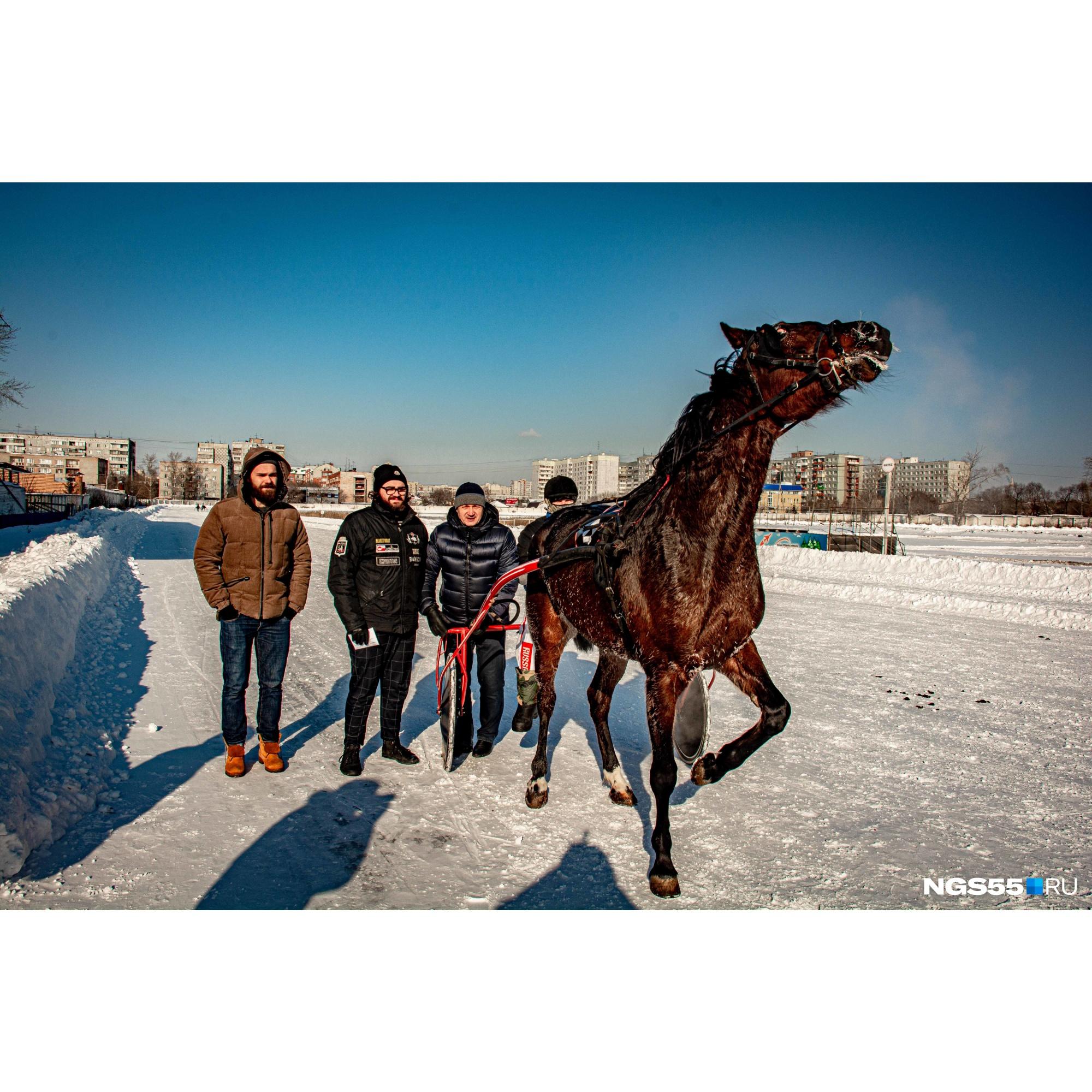 «Кстати, фоторепортаж про лошадок можете найти на NGS55.RU»