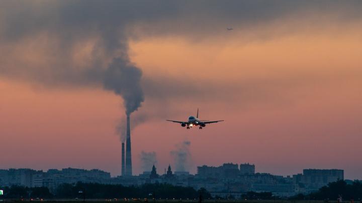 Самолеты второй день подряд прилетают в Омск с задержкой из-за тумана
