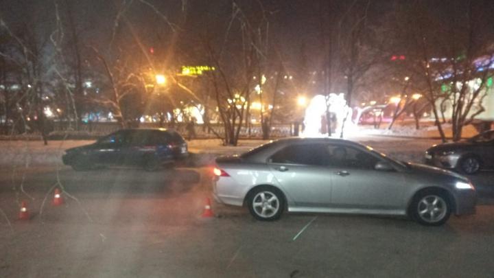 Возле Оперного «Хонда» сбила женщину с 3-летней девочкой