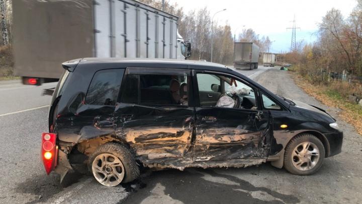 Лишенец на BMW с признаками опьянения протаранил «Мазду». Пострадала мать с двумя детьми