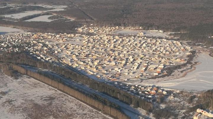 Под Екатеринбургом в разгар морозов без света и тепла остался огромный коттеджный поселок