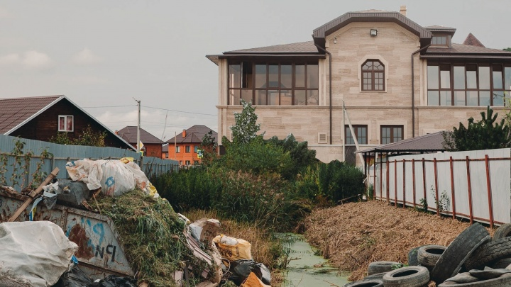Особняки за 40 миллионов по соседству с деревянными домиками: как живет родной поселок тюменского губернатора