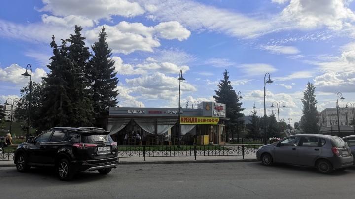 Кафе «Syвлаки», которое потребовал снести суд, решили сдавать в аренду