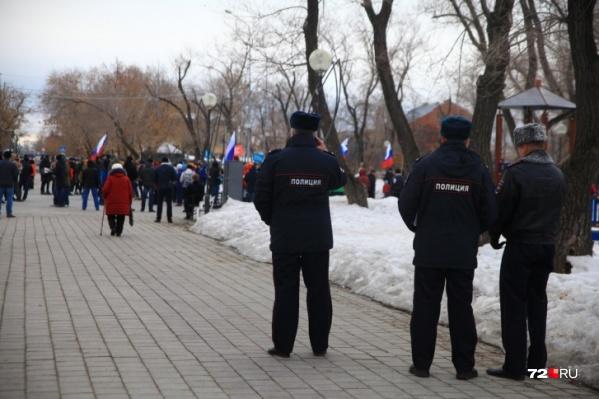 """Сторонники Алексея Навального в Тюмени уже проводили несогласованные акции, за это им <a href=""""https://72.ru/text/gorod/2018/05/11/55368171/"""" target=""""_blank"""" class=""""_"""">выписывали огромные штрафы</a>"""