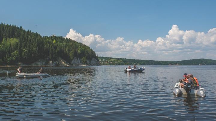 «Этому кораблю может быть 300 лет»: репортаж из Хохловки, где на дне Камы археологи и водолазы изучают древнее судно